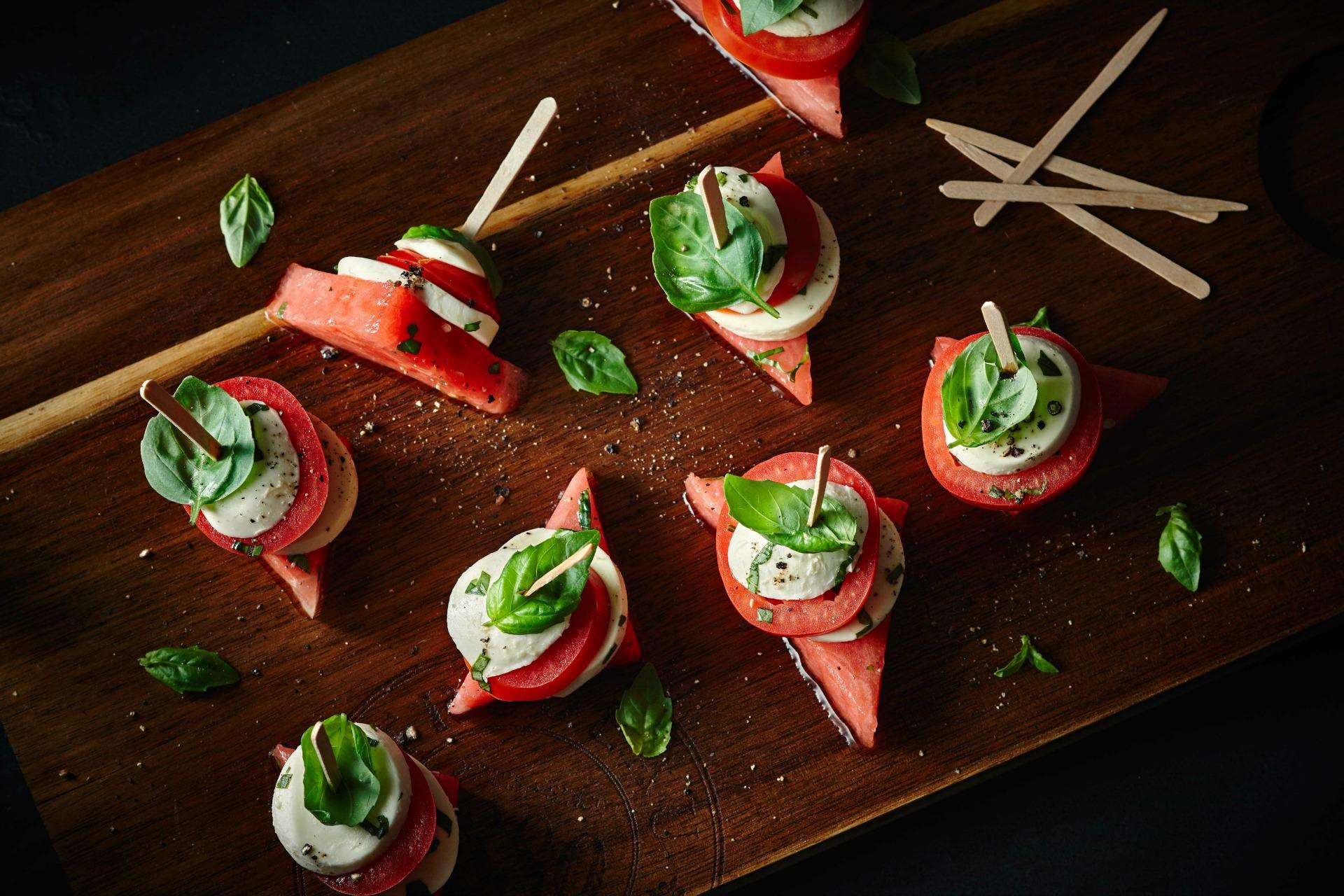 Brochettes de tomates, melon d
