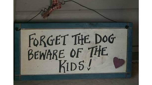 <p>Méfiez-vous des enfants, pas du chien!</p> <p></p>