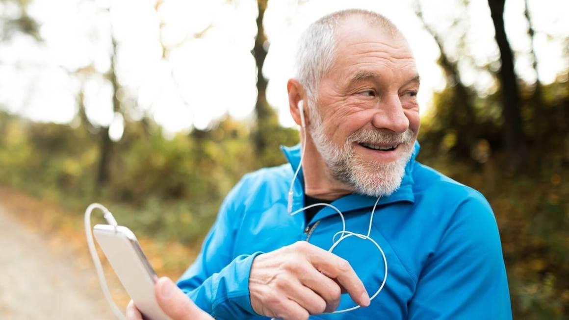 Man écoute de lecteur de musique pendant l