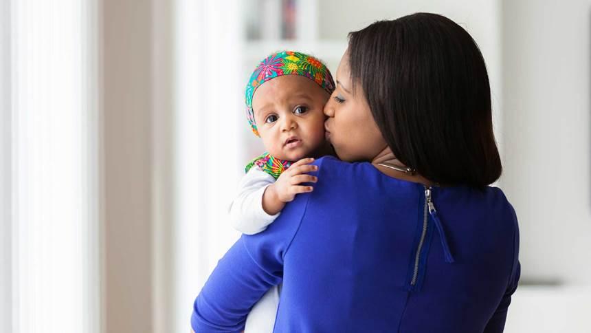Jeune, africaine, Américain, mère, jouer, elle, bébé