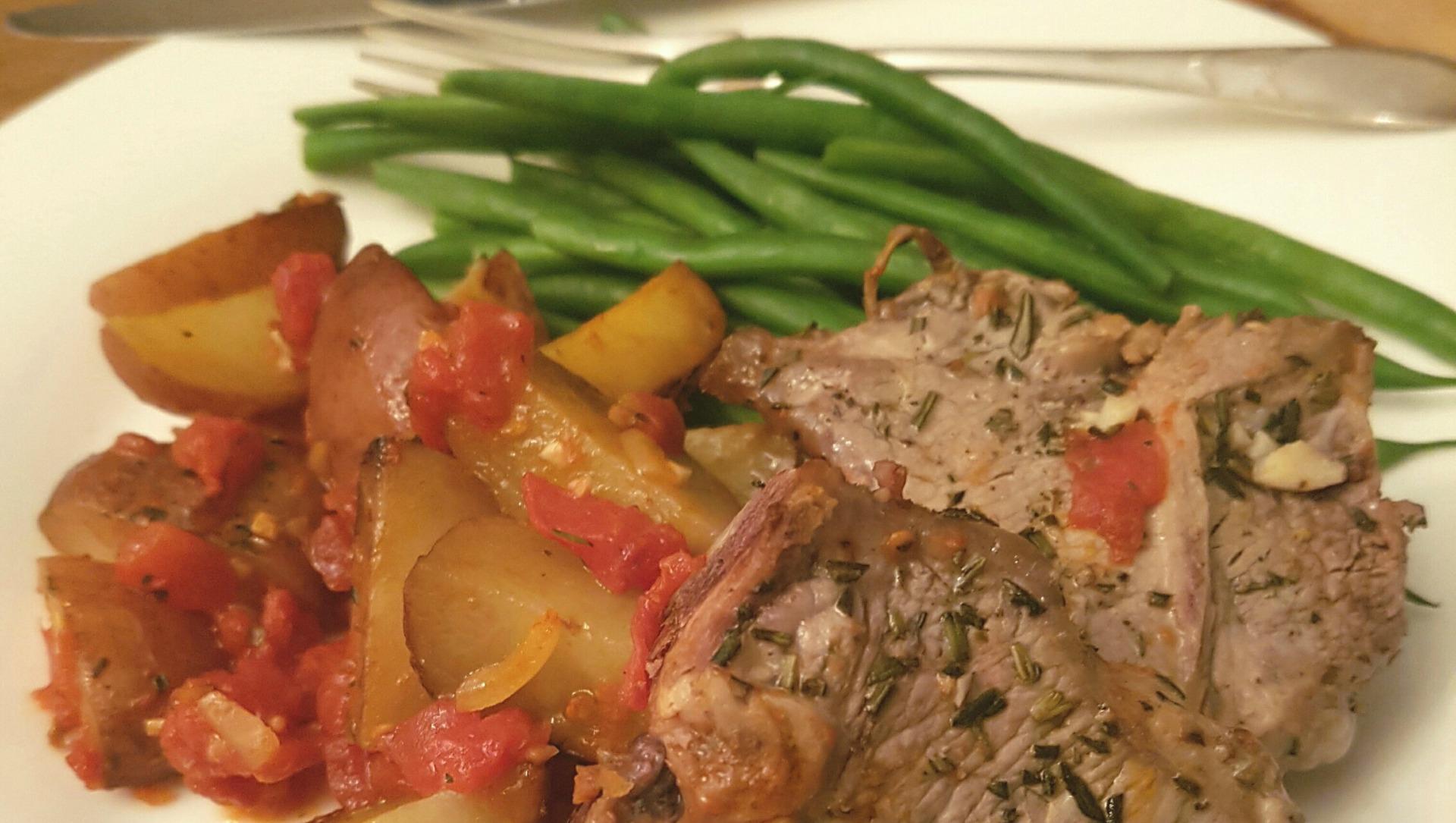 Casserole tout-en-un d'agneau et de pommes de terre