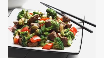 Sauté de bœuf, brocoli et poivrons rouges