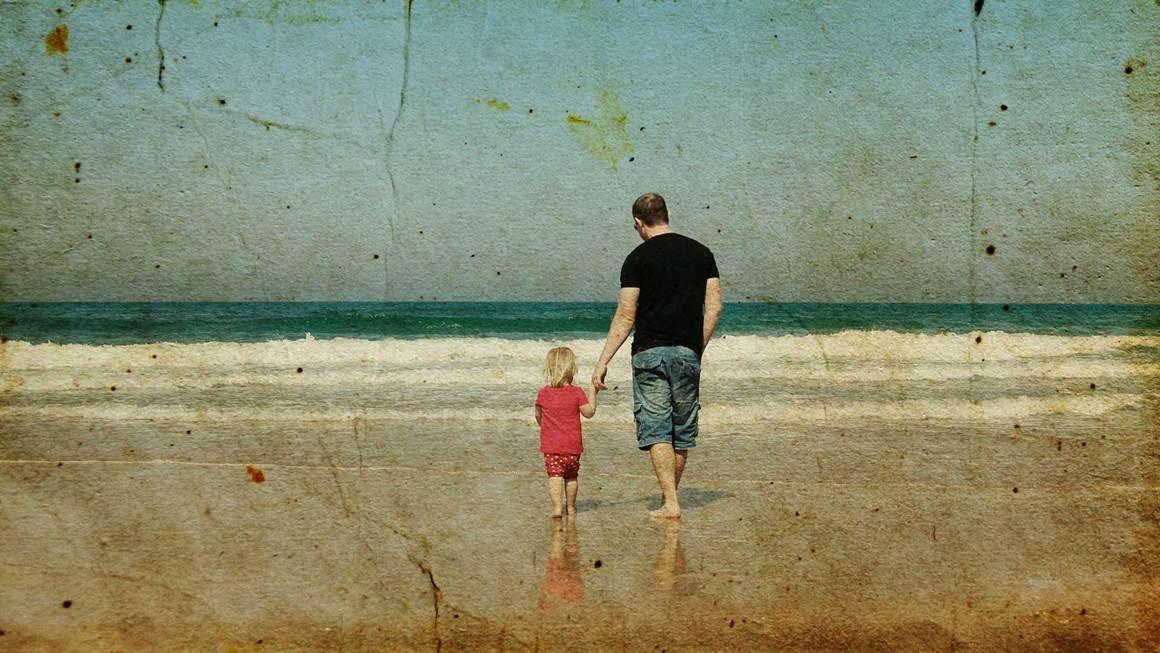 père et la fille sur la plage. Photos dans le style d
