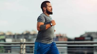 Homme, jogging, dehors