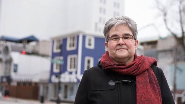 Cheryl MacKenzie, survivante de deux AVC et d'une crise cardiaque